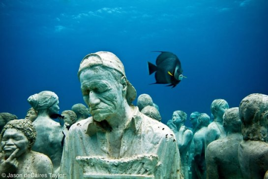 Jason deCaires Taylor - underwater sculpture - The Silent Evolution, Cancun, Mexico